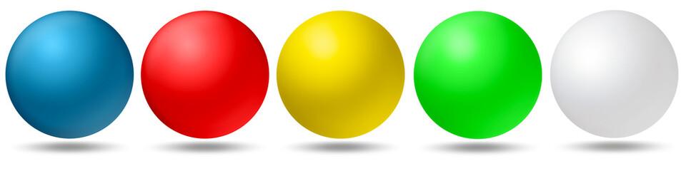 5 farbige Kugeln, blau, rot, gelb, grün, weiß freigestellt