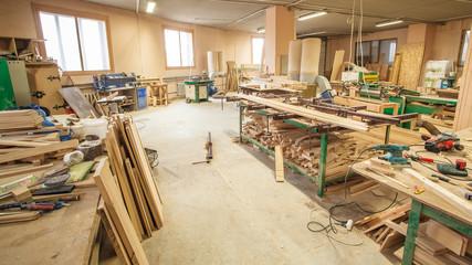 Workshop production of wooden doors