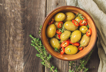 Wall Mural - Fresh olives with chili pepper and thyme in bowl