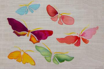 sechs auf Stoff gemalte Schmetterlinge