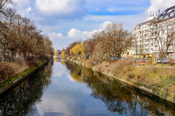 Frühlingserwachen am Berliner Landwehrkanal (von der Hobrechtsbrücke Richtung Westen)