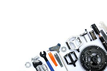 Fototapeta Serwis rowerowy - części, narzędzia ukosem obraz