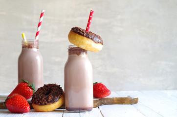 Kakaomilch und Schokoladendonut