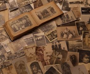 Vecchie fotografie con album