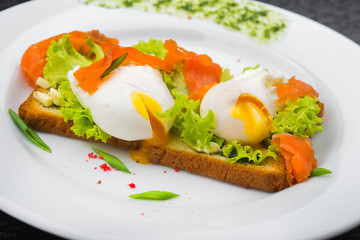 poached egg and green salad