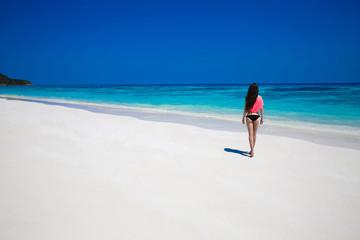 Free Happy Woman Enjoying tropical beach, girl walking on exotic
