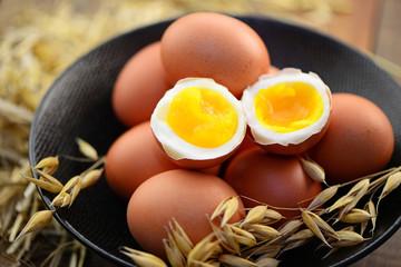 Stroh Eier