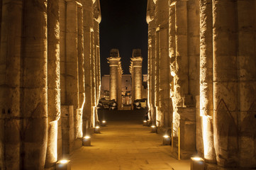 Foto op Canvas Temple Famous Luxor temple complex at night