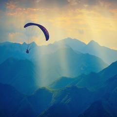 Foto op Aluminium Luchtsport Over the mountain peaks