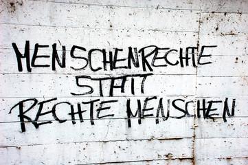 """Graffiti """"Menschenrechte statt rechte Menschen"""""""