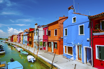 Fototapete - Colorful residential  house and lagoon in Burano island, Venice, Italy.