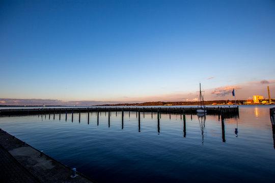 Malerischer Sonnenuntergang am Kieler Hafen