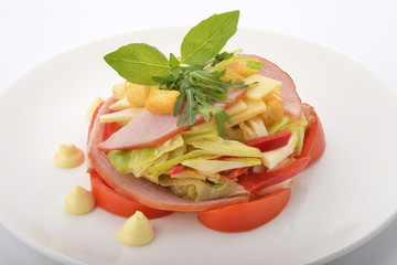 салат с ветчиной