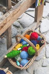 Balls of yarn for weaving carpets