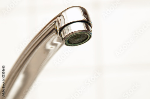 wasserhahn badezimmer trinkwasser stockfotos und