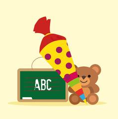 Erster Schultag mit Kreidetafel, Schultüte und Teddybär Vektor