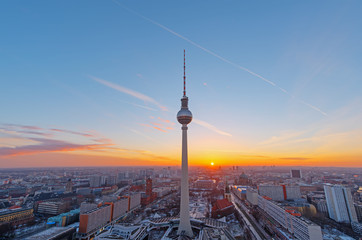 Tuinposter Berlijn Beautiful sunset over downtown Berlin with the famous Television Tower