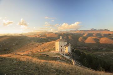 Rocca Calascio, chiesa al tramonto