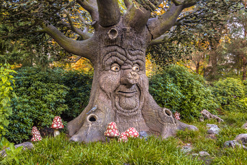 Talking tree with happy face