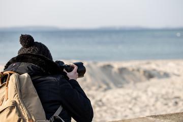 Forografin am Strand von Laboe