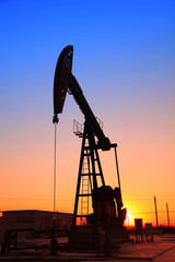 In the evening, the outline of the oil pump