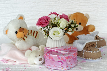 Wall Mural - Stofftiere mit Blumen und Geschenk