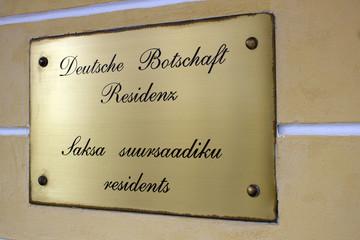 Schild - Deutsche Botschaft in Estland