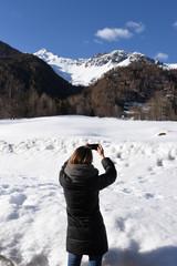 fotografare le montagne foto selfie fotografare con telefono montagne autoscatto montagna neve