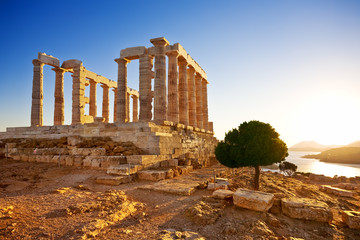 Deurstickers Rudnes Greece. Cape Sounion - Ruins of an ancient Greek temple of Poseidon before sunset