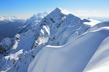 Россия, Сочи, пики вершин горнолыжного курорта Роза Хутор. Пик горы Аибга зимой