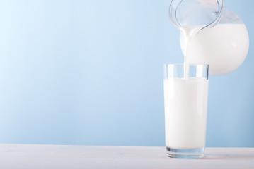 milk pouring