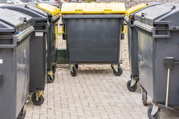Sammelplatz für Müllcontainer zur Mülltrennung
