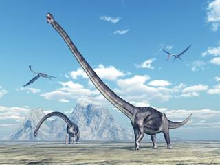 Dinosaurier Omeisaurus und Flugsaurier Quetzalcoatlus