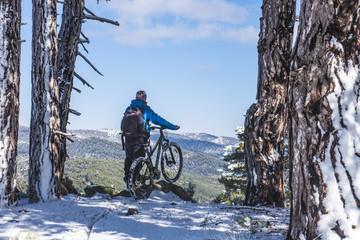 yüksek dağlarda bisiklet sürmek