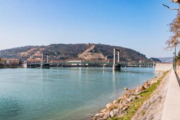 Le pont sur le Rhône vu de Tain L'Hermitage
