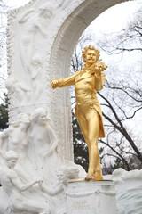 ヨハンシュトラウスの像