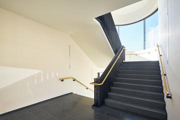 Bilder und videos suchen hochgehen - Fenster fur treppenhaus ...