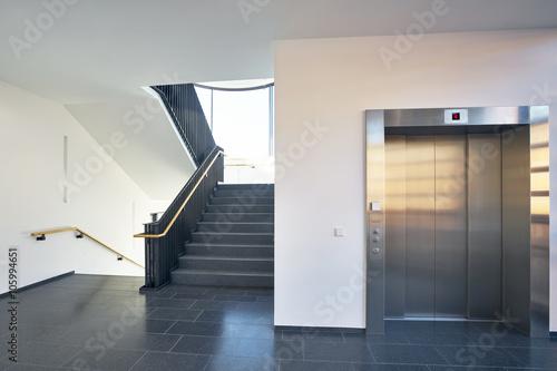 Treppenhaus modern  Treppenhaus modern Gebäude Fenster Aufzug