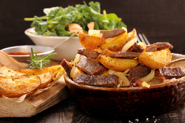 Beef with potatoes and fresh kale salad
