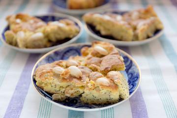 Corn flour cake with almonds