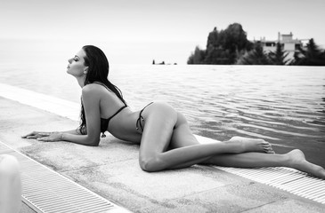 Artistic black and white photo of sexy model with perfect body l