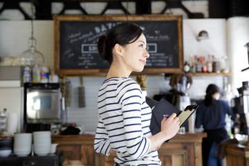 カフェ・働く女性