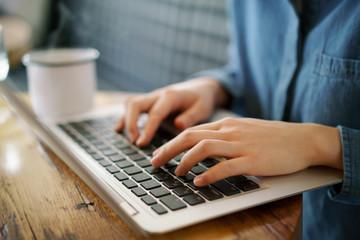 カフェ・ノートパソコン