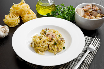 tagliatelle and mushrooms with fresh ingredients