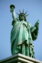 東京お台場 自由の女神像 全身 俯瞰