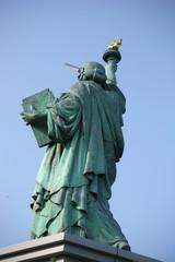 東京お台場|自由の女神像|後ろ姿