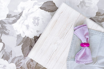 Flax napkins on a wooden tablet.