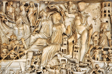 Fototapete - Bas-relief and sculpture of ancient Roman Gods