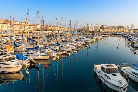 Port de plaisance de Sète dans l'Hérault, en Occitanie, France