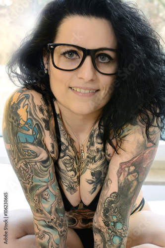 tattoo oder t towierung als k rperkunst auf oberk rper. Black Bedroom Furniture Sets. Home Design Ideas